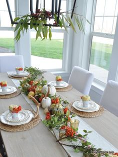 easy thanksgiving table ideas: centerpieces, place settings, name cards and thanksgiving decor.