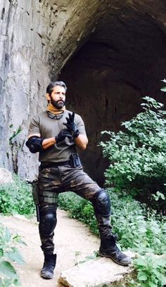 Chiyaan Vikram Dhruva Natchathiram Movie Working stills Photos Hd, Actor Picture, Movie Photo, Upcoming Movies, Hd Images, New Look, Leather Pants, Cinema, Punk