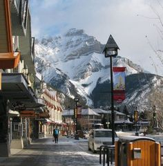 Banff -- charming and serene ski town. I've never been downhill skiing but its on the to do list. What an amazing place to try! Great Places, Places To See, Beautiful Places, Beautiful Scenery, Banff National Park, National Parks, Rocky Mountains, Calgary, British Columbia