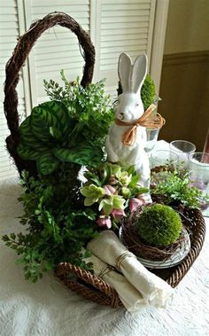40 Beautiful DIY Easter Table Decorating Ideas for Spring 2020 – DecoRelated 40 Beautiful DIY Easter Table Decorating Ideas for Spring 2019 4 Hoppy Easter, Easter Bunny, Easter Table Decorations, Easter Decor, Easter Ideas, Easter Centerpiece, Spring Decorations, Decoration Crafts, Centerpiece Ideas