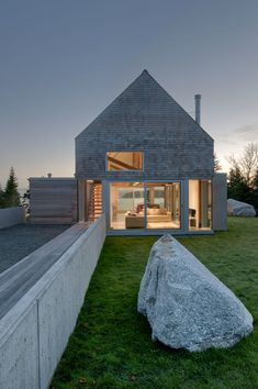 Martin Lancaster House by MacKay Lyons Sweetapple Architects 5 Cedar Shingles Cascading Down a Modern Courtyard House