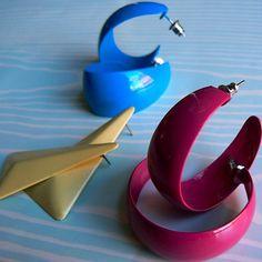 Retro Mod Semi-hoop and dangle Earrings My Childhood Memories, Childhood Toys, Sweet Memories, School Memories, Retro Vintage, Vintage Toys, 80s Earrings, Plastic Earrings, Vintage Earrings