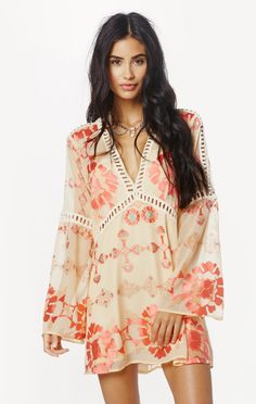 Well this is a lovely little frock. Pretty peach hues & awesome bell sleeves.