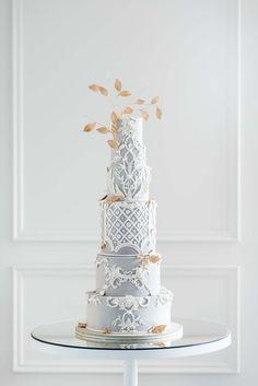 An Elegant Autumn Estate Wedding in Toronto | Weddingbells Fancy Wedding Cakes, Luxury Wedding Cake, Beautiful Wedding Cakes, Gorgeous Cakes, Fancy Cakes, Pretty Cakes, Wedding Cupcakes, Amazing Cakes, Wedding Table