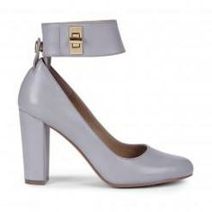 Chic Is:Sole Society, Kasia