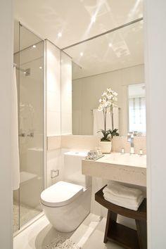 Waschbecken - WC - Dusche Alles nebeneinander - Wirkung: strukturiert, ruhig, harmonisch, wenig aufregend/unemotional