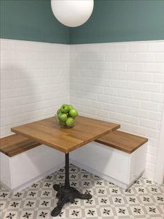 Rinconera de cocina con asientos tipo ba l y pie de mesa for Mesa con banco esquinero