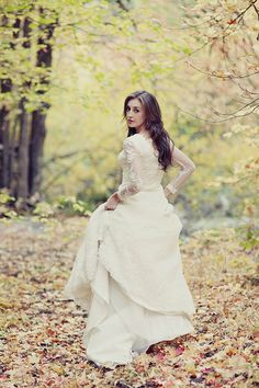 nature bridal photos. vintage inspired wedding dress from spain. fall wedding.