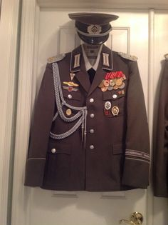 Pinner's East German Army Officer's uniform. Army Uniform, Military Uniforms, Warsaw Pact, West East, German Uniforms, East Germany, German Army, Cold War, Eastern Europe