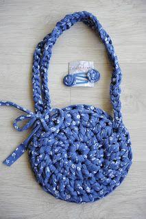 Bolso de trapillo para niña 15€  Little T-shirt yarn bag 15€  Pedidos / orders : sandunguera@ono.com
