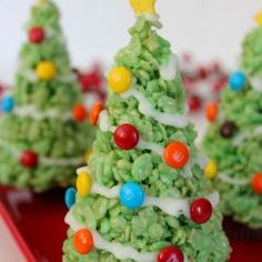 http://www.raininghotcoupons.com/krispie-treat-christmas-trees/