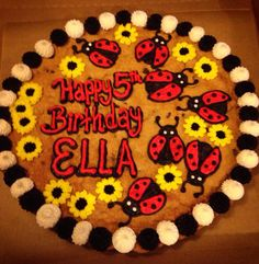 Ladybug and flowers. Cookie cake. Giant Cookie Cake, Giant Cookies, Cookie Cake Birthday, Chocolate Chip Cookie Cake, Cookie Cakes, Big Cookie, Cookie Frosting, Iced Cookies, Cupcake Cookies