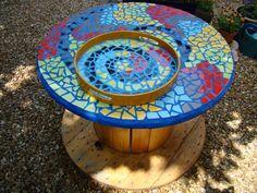 Mosaique d 39 oeuf decoration florale location de bouquets marseille avignon - Table jardin mosaique ...