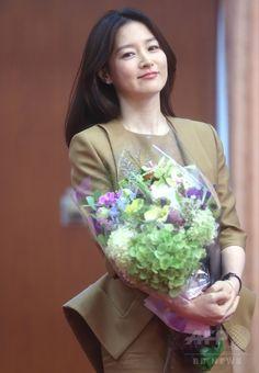 韓国・ソウル(Seoul)の外交通商部(外務省)で、韓国および東南アジア諸国連合(ASEAN)による特別首脳会議の広報大使任命式に臨む、女優のイ・ヨンエ(Lee…