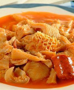 The best Spanish Food: Madrid-style tripe may be of Madrid's best known dishes. Learn how to make Callos a la Madrilena. Tripe Recipes, Beef Recipes, Mexican Food Recipes, Cooking Recipes, Ethnic Recipes, Oxtail Recipes, Spanish Dishes, Mexican Dishes, Best Spanish Food
