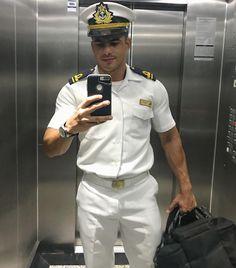 How to wear a uniform. Pilot Uniform, Men In Uniform, Sexy Military Men, Husband Best Friend, Vintage Sailor, Hot Cops, Man Photo, Hairy Men, Good Looking Men