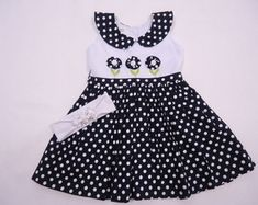 1 million+ Stunning Free Images to Use Anywhere Little Girl Outfits, Little Girl Dresses, Kids Outfits, Baby Dress Design, Frock Design, Baby Dress Patterns, Baby Clothes Patterns, Baby Frocks Designs, Kids Fashion