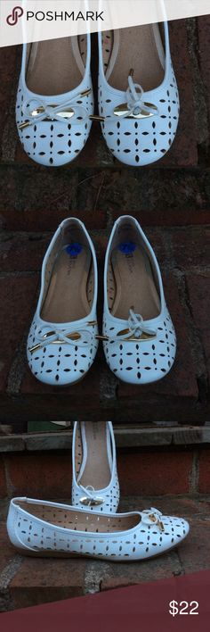 White flats with gold detail NWT white comfy flats with cut out details and gold details; classic cute and comfortable White Mountain Shoes Flats & Loafers