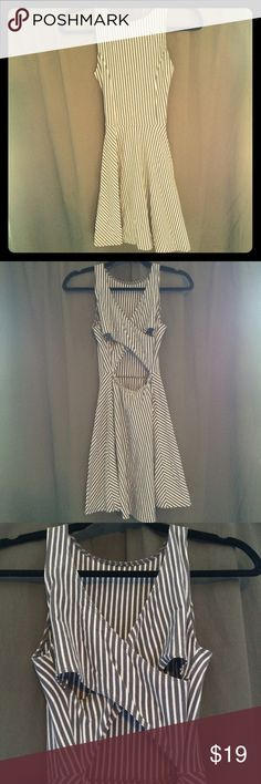 "Hollister Semi Backless Dress This is an adorable sort of backless dress with cream and grey stripes. The back has a thick, cross cross ""X"" on it.. Pictures do no justice! Soft.. 96% Cotton, 4% Elastane Dresses"