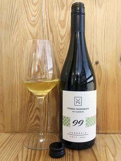 Solaris e altre varietà resistenti. Leggi recensione al link White Wine, Alcoholic Drinks, Bottle, Glass, Link, Drinkware, Flask, Corning Glass, White Wines