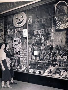 Love vintage Halloween decorations