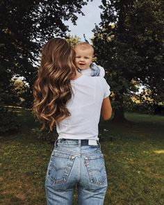 Mom And Baby Photography Discover Strollers Stilettos Cute Family, Baby Family, Family Goals, 6 Month Baby Picture Ideas, Mommy And Baby Pictures, Mother Daughter Pictures, Ny Fashion Week, Style Fashion, Fashion Goth