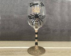 Vintage Queen Bee Glitter Wine Glass