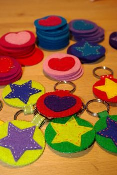 Father's day crafts for kids 33 Sewing Projects For Kids, Sewing For Kids, Diy For Kids, Projects To Try, Felt Diy, Felt Crafts, Crafts For Kids, Diy Keychain, Fathers Day Crafts