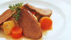 Marineret langtidsbagt oksebov med porrer, gulerødder og kartofler