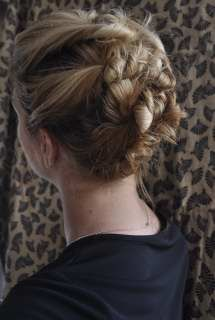 Hairstyles to do if you have gym class or are hitting the gym after work, you can look glamorous and keep your hair out of your face while working out!