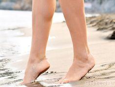 Sezujte se in dajte vašim nogam svobodo!  Za vsakodnevno zdravo okolje v vaših čevljih pa uporabljajte lesene vložke BriskStep iz libanonske cedre (www.briskstep.si).
