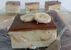Brzi kolač sa bananama i plazmom Ice Cream Desserts, Sweet Desserts, Yummy Treats, Yummy Food, Kolaci I Torte, Czech Recipes, Croatian Recipes, Cake Bars, Sweet Tarts