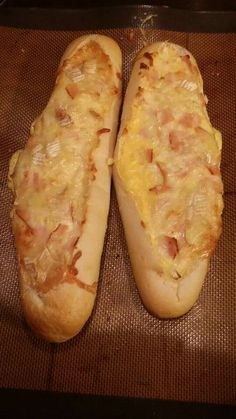 Whats up my foodies. Who doesn't but know these scrumptious baguettes that you just garnish as you please. Baguette Appetizer, Baguette Recipe, Lunch Recipes, Appetizer Recipes, Appetizers, Gluten Free Puff Pastry, Bagel Recipe, Bruchetta, Cupcakes