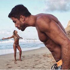 How to Take Good Beach Photos Illusion Photography, Beach Photography, Creative Photography, Couple Photography, Amazing Photography, Photography Tips, Perspective Photos, Perspective Photography, Forced Perspective