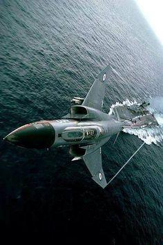 rhubarbes: McDonnell Douglas F-4 Phantom II via Aero-Pictures.