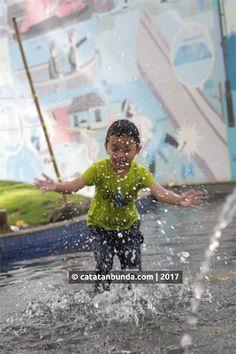 Simak keseruan anak saat main air dan bermain di Taman Sejarah dan Taman Balaikota Bandung. GRATIS.