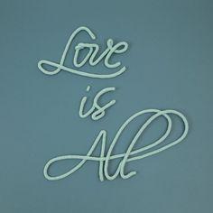 """Phrase """"Love is All"""" en laine, en vente sur lepetitflorilege.com"""
