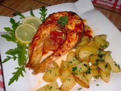 Rybu nakrájíme na podkovy, osolíme, pokapeme citrónovou šťávou a necháme krátce odležet.Cibuli nakrájíme na klínky a lehce opečeme na rozehřátém... Chicken Wings, Zucchini, Treats, Vegetables, Lemon, Sweet Like Candy, Goodies, Vegetable Recipes, Sweets