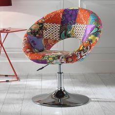 """Poltroncina molto caratteristica e moderna in quanto rivestita in tessuto multicolor """"patchwork"""" Con struttura cromata è ideale per ambienti sia casalinghi che professionali"""