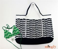 The colorwork of this crochet bag is gorgeous. Day at the Beach Bag - Media - Crochet Me