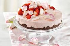 Food N, Food And Drink, Strawberry Cream Cakes, Something Sweet, Cute Food, Desert Recipes, Vanilla Cake, Food Inspiration, Food To Make