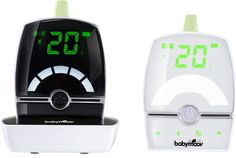 Met de Premium Care-babyfoon van Babymoov hoor je niet alleen wanneer je kindjes je nodig hebben. Je ziet en voelt het ook! De ouderunit heeft een trilfunctie en geeft met een lichtje weer of er geluid is in de babykamer. Je kan ook 2 verschillende kamers monitoren.