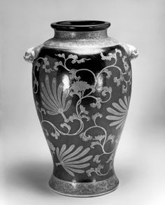 Vase with Feather Fans Satsuma ware.19th century (Meiji)