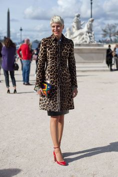12. paris street style fashion woman over 40 and 50