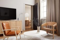 What was formerly The Arch hotel has been totally overhauled by high-end Japanese brand Prince Hotels for its first foray into Europe. While you might not quite believe you've been transported to Tokyo – the bones of the hotel are a Georgian townhouse – the £3million makeover has reimagined the hotel as a Japanese-inspired minimalist sanctuary, and it certainly offers something a little different for the London hotel scene. Common Room, Common Area, Timber Furniture, Furniture Design, Luxury Interior Design, Interior Architecture, Arch Hotel, Wall Partition Design, Hotel Interiors