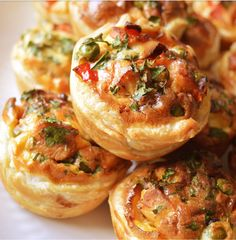 Ellouisa: Miniquiches Mini Quiches, Quiche Muffins, My Favorite Food, Favorite Recipes, Look And Cook, Good Morning Breakfast, New Years Eve Food, Puff Pastry Recipes, Happy Foods