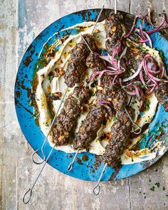 Try our beef skewers recipe. This easy meat skewer recipe is an easy beef kebab recipe for an easy Middle Eastern feast. Make these easy bbq meat skewers Mince Recipes, Skewer Recipes, Beef Recipes, Beef Meals, Meat Skewers, Kebabs, Great British Food, Spiced Beef, Bbq Meat