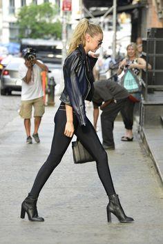 Steal Her Style: Gigi Hadid Style Gigi Hadid, Gigi Hadid Outfits, Style Tumblr, Estilo Dark, Skinny Leather Pants, Leder Outfits, Fashion Tights, Style Casual, Street Style