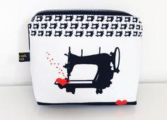 cosmetic bag with nostalgic sewing machine art van mil design fabric http://art-van-mil.blogspot.de/2013/10/schreibmaschinenstoff-und.html
