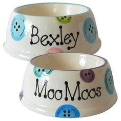 Our popular ceramic personalised dog bowls with slanted sides are now also available in this cute 'buttons' design.